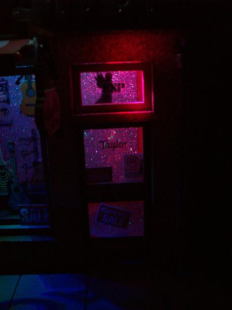 Le Guitar Shop 34