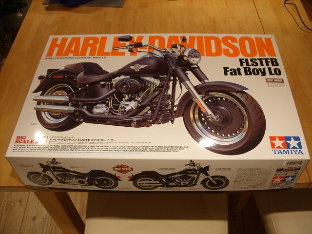 1:6 Harley Davidson Fat Boy Lo (1) 00