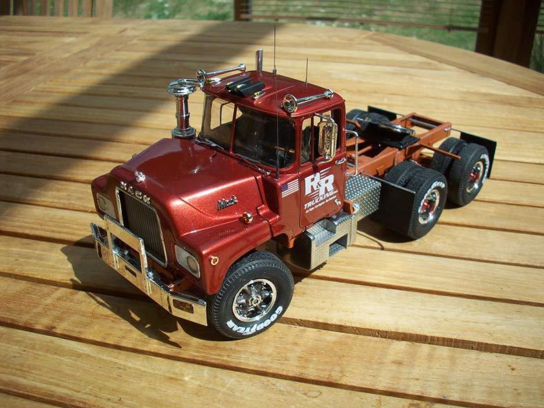 Mack DM600 18