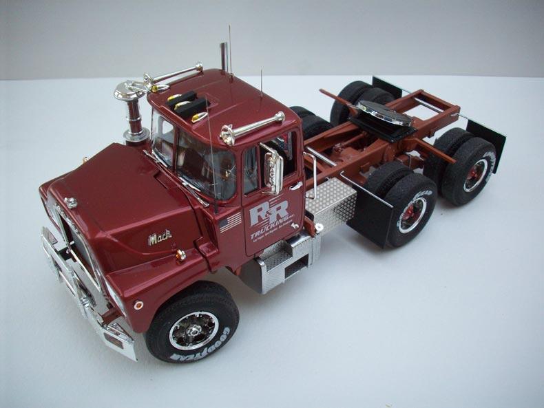 Mack DM600 9