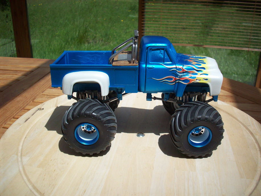 Ford F100 Monster Truck 62